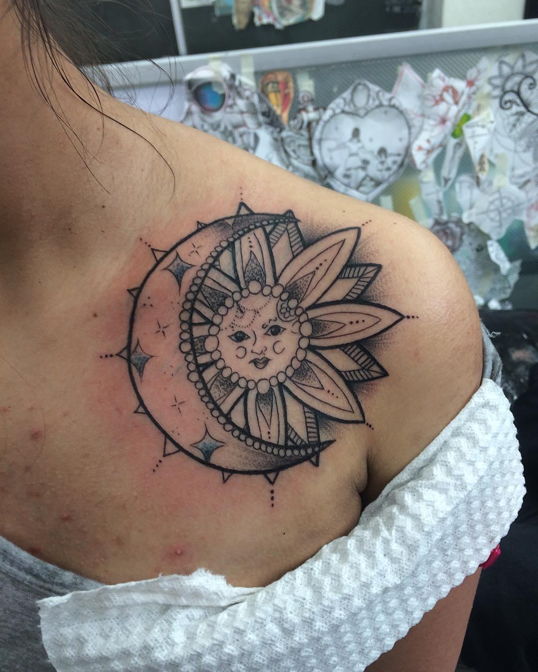 天津景杉园茶艺师阴小姐肩膀月亮梵花纹身图案