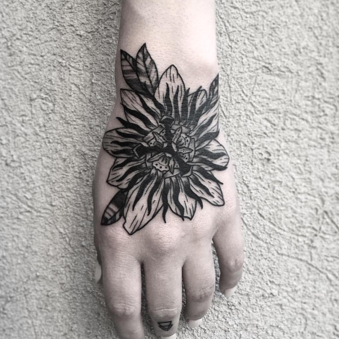 司小姐手背花纹身图案图片