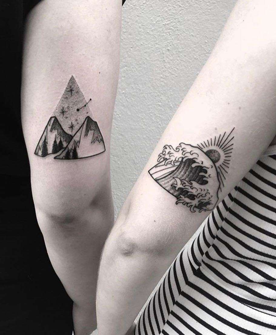 某理发店主管雍情侣大臂森林系山峰海浪纹身图案