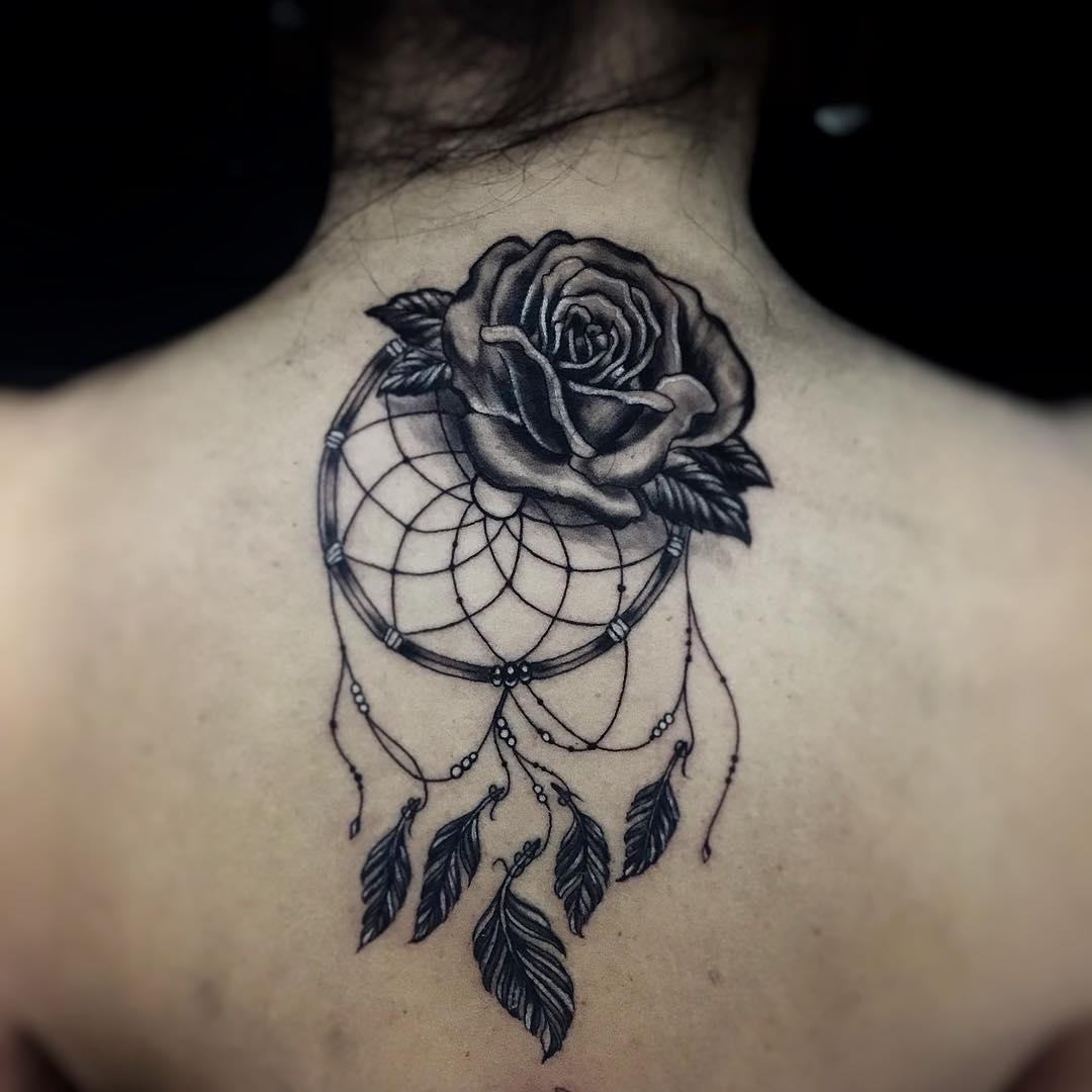 怀小姐后颈写实玫瑰捕梦网纹身图案