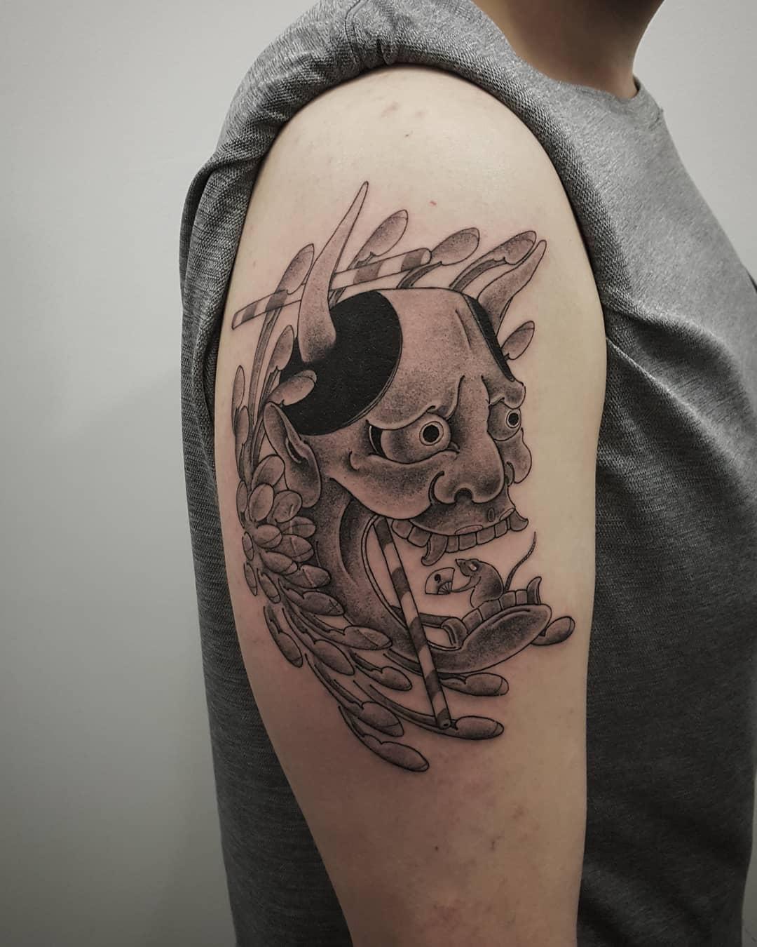 大臂写实般若纹身图案