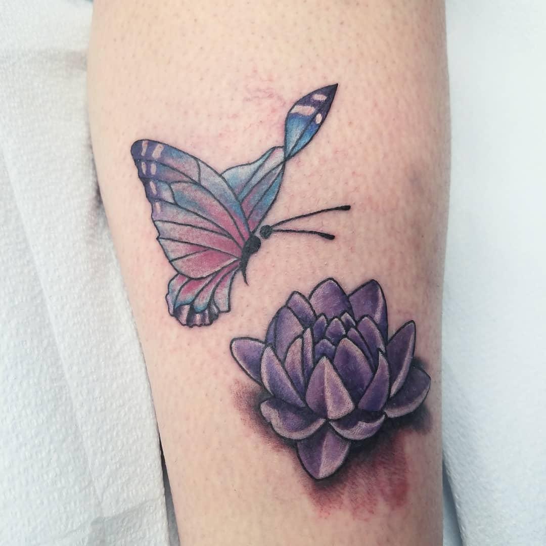 小臂彩色蝴蝶小花纹身图案